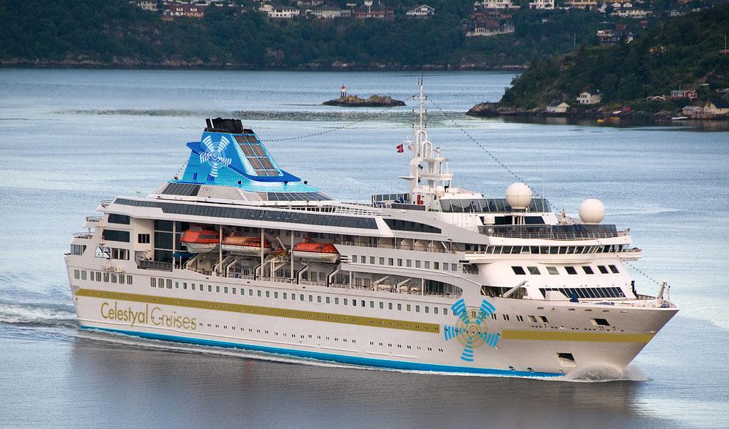 Los barcos de crucero de más de 100 miembros de tripulación han de contar con asistencia médica a bordo según la legislación internacional. Foto Celestial Cruises