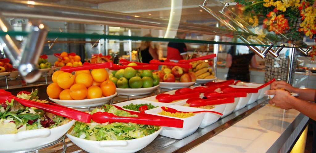 Bufett saludable en el restaurante del Solarim del Oasis of the Seas