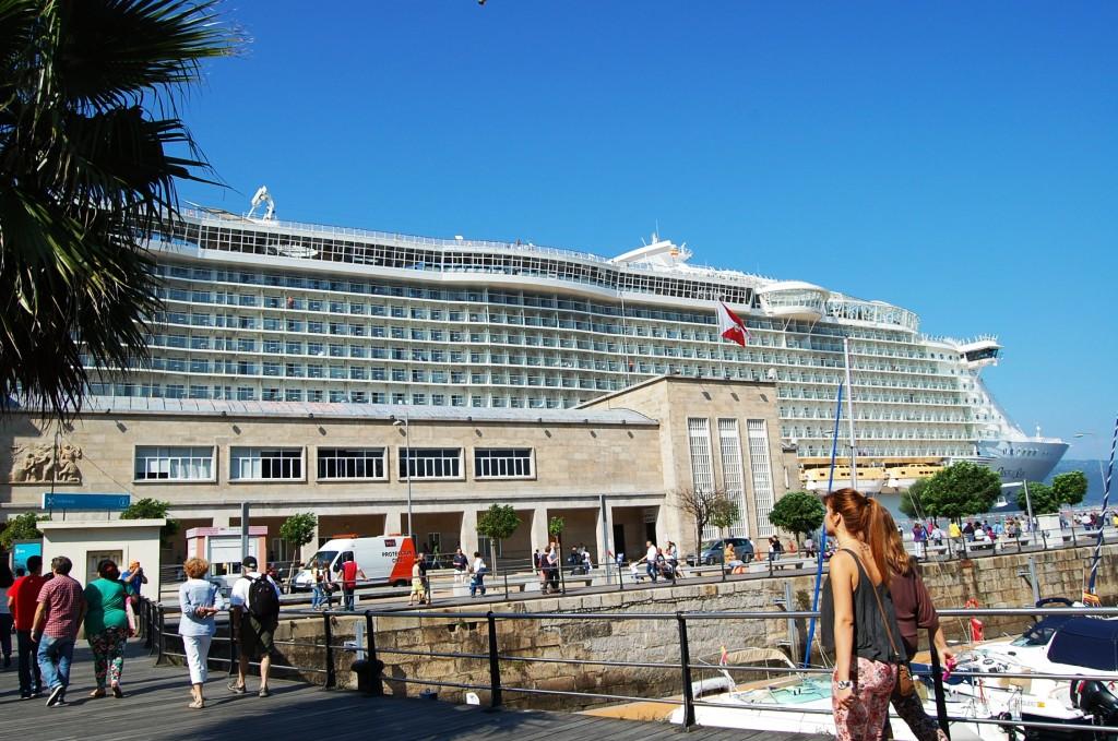 El Oasis of the Seas llega al puerto de Vigo. Imagen
