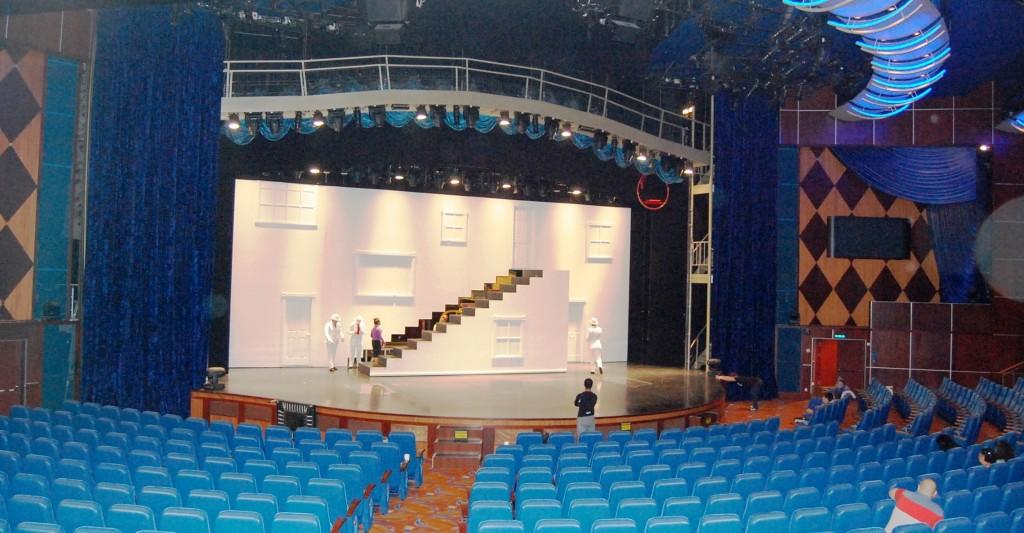 Vista de uno de los teatros del Oasis of the Seas durante un ensayo