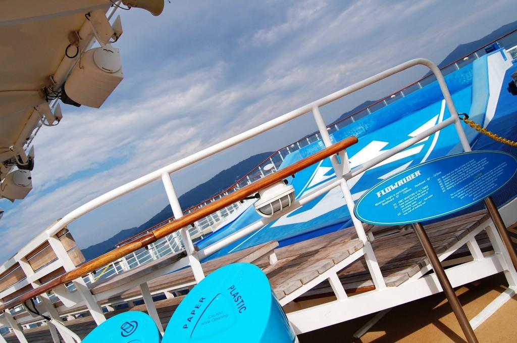 Vista del flowrider, el simulador de surf, en la cubierta del Oasis of the Seas