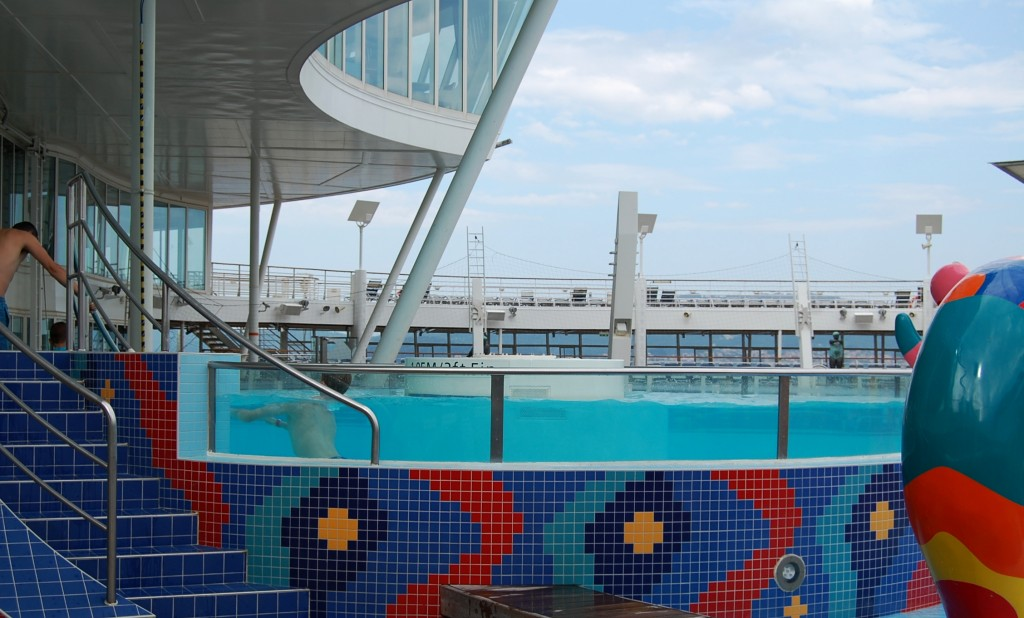 Vista de la piscina de corrientes del Aquapark del Oasis of the Seas