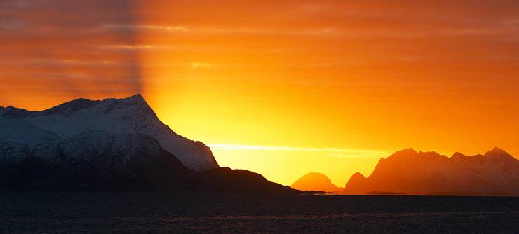 Sol de Medianoche en la costa noruega, cerca de Bodo. Foto Visit Norway