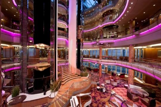 Vista del interior del Splendour of the Seas. Foto web Royal Caribbean