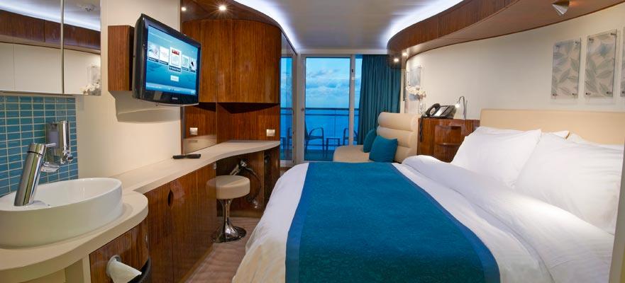 Vista de un camarote con balcón a bordo del Norwegian Epic de crucero por las Islas Griegas o crucero por el Mediterráneo