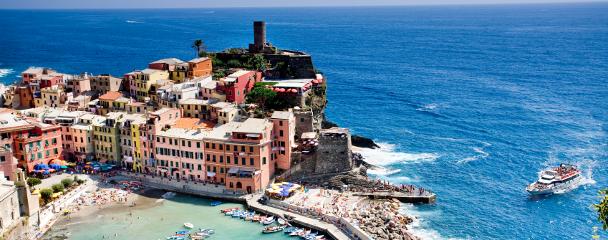 Vista de Cinque Terre en el crucero en familia