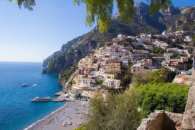 Vista de la Costa Amalfitana que puedes descubrir navegando en el Harmony of the Seas.