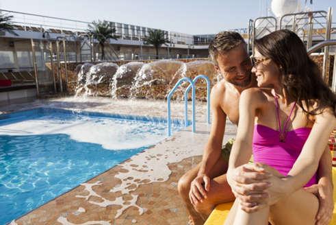 Renovacion Acuerdo Costa Cruceros Iberia vista piscina Costa NeoRiviera