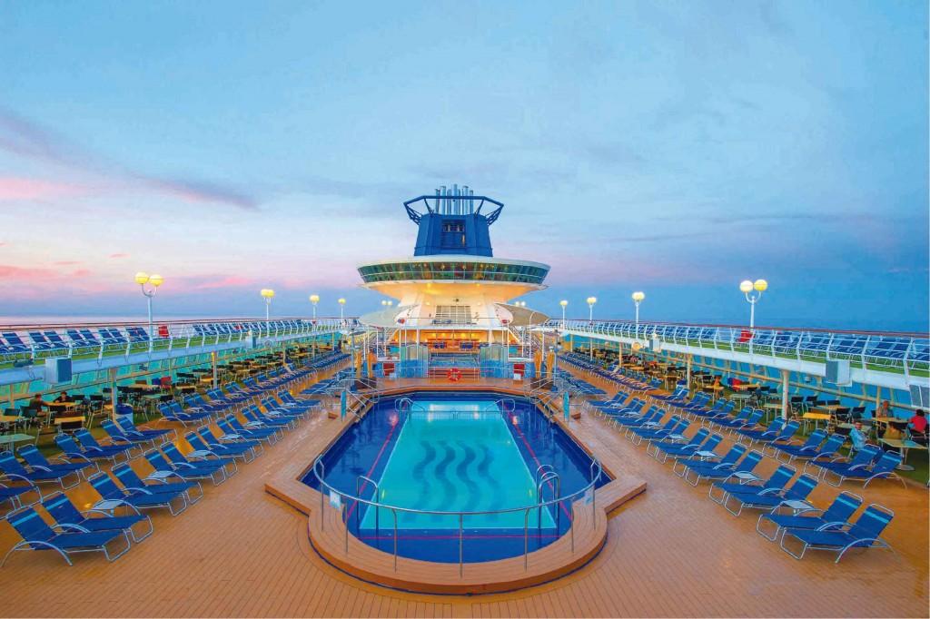 crucero para jóvenes seabreak pullmantur piscina sovereign