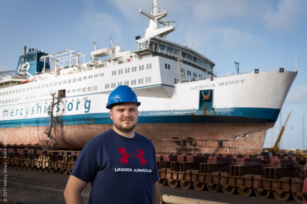 E Costa enviará voluntarios al barco hospital más grande del mundo.